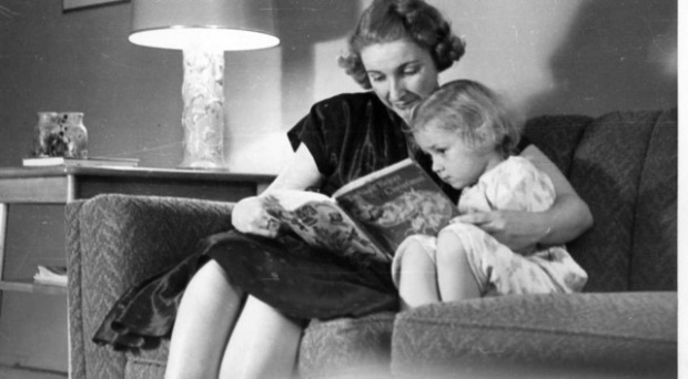 Doris Govier reading to her daughter, Katherine (Photo by George Govier)